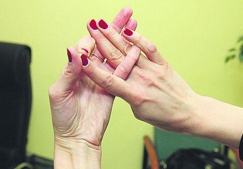 безымянный палец правой руки фото хотелось